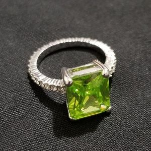 Jewelry - Yellow/Green Solitaire Ring
